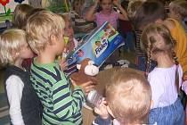 Mateřská škola Klásek se zapojila do projektu Adopce v balíčku