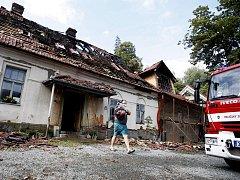 Blesk zasáhl bývalý mlýn. Dům těsně před dokončením rekonstrukce teď připomíná ruinu. Prozatím se škoda odhaduje na 7 milionů korun.