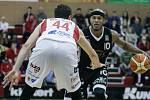 Basketbalové utkání Pardubice - Nymburk (73:69).