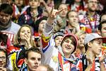 10194 diváků a vyprodáno. Derby Pardubic s Hradcem sledovala vyprodaná Tipsport arena a atmosféra byla skvostná. Hradecká akce s vykoupením severní tribuny jako by domácí fanoušky naladila k bouřlivému povzbuzování.