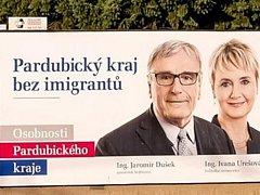 Trapné paradoxy letošních voleb. Ředitelka Pardubické nemocnice Ivana Urešová na bilbordu brojí proti imigrantům. Jeden z nich je přitom primářem tamní urologie.