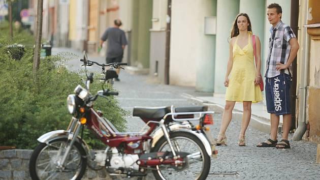 Poslední natáčecí den filmu Obchodníci v pardubické Hronovické ulici.