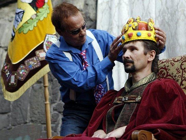 V perníkovém království se konala korunovace - jak jinak než perníkovou korunou