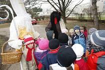 Vánoční jarmark pardubické Mateřské školy Odborářů měl úspěch jak u dětí, tak i u rodičů.