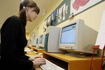 Maraton v psaní na stroji na pardubické obchodní akademii měl překonat choceňský rekord z roku 2005