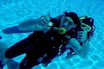 Výuka základů potápění a záchrany tonoucích.