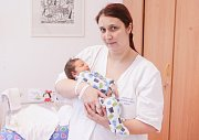 ANTONÍN CHALOUPKA se narodil 27. února ve 3 hodiny a 21 minut. Měřil 53 centimetrů a vážil 3680 gramů. Maminku Andreu podpořil u porodu tatínek Jiří. Doma v Pardubicích na nového sourozence čeká pětiletá Viktorie.