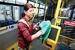 Dopravní podnik města Partubice kvůli šíření Koronaviru pravidelně dezinfikuje všechny vozy.