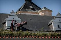 Východočeské muzeum v Pardubicích pořídilo na zámecké valy dvě repliky vícehlavňových děl z první poloviny 16. století, kdy tyto zbraně střežily přístup do pardubického zámku v držení rodu Pernštejnů. Repliky děl vyrobil pro muzeum puškař Miloš Skrbek. Pa