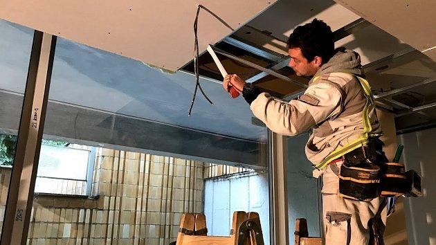 Nerovné podlahy v hudebních sálech opozdí rekonstrukci Domu hudby