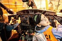 Na jedno odpoledne se nejmenším hasičům ze Svítkova a Popkovic otevřely obvykle nepřístupné prostory Centra leteckého výcviku v Pardubicích.