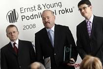 Podnikatelem roku Pardubikcého kraj se stal Petr Lorenc (uprostřed)