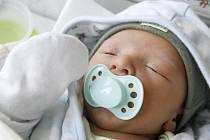 Matěj Vavřín se narodil 13. května v 0:26 hodin. Měřil 49 centimetrů a vážil 3100 gramů. Maminku Ivetu u porodu podpořil tatínek Jakub a rodina je z Pardubic.