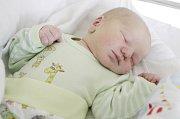 ALEX KLÍMA se narodil 13. prosince v 16 hodin a 17 minut. Měřil 55 centimetrů a vážil 4120 gramů. Maminku Lucii podpořil u porodu tatínek Lukáš. Rodina bydlí v Sezemicích.