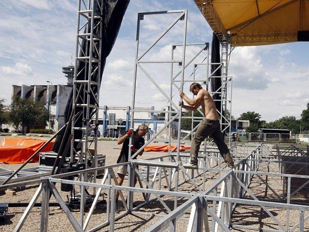 Přípravy Olympijského parku Pardubice jsou v plném proudu. Buduje se všude.