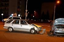 Dvě vozidla se střetla v křižovatce ulic Dašická a Na Drážce.