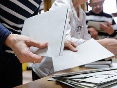 Sčítání hlasů po druhém kole prezidentských voleb v Pardubicích