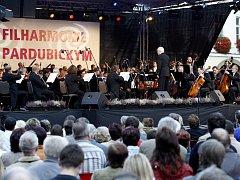Koncert Komorní filharmonie Pardubice na pardubickém Pernštýnském náměstí