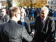 Happening proti prezidentovi republiky nazvaný Miloši Zemenovi reflexi jeho jednání, který pořádají studenti vysokých škol. Hradčanské náměstí 19. listopadu.