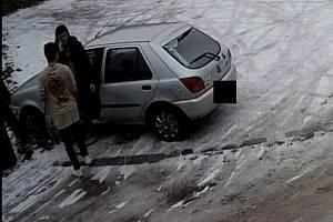 Policie pátrá po ženě, která byla svědkem dopravní nehody pod Kunětickou horou.