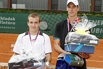Finále juniorů vyhrál Lukáš Vrňák (vlevo) nad Janem Kunčíkem