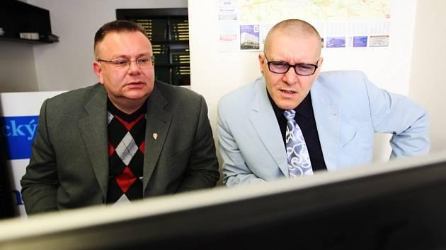 Hostem online rozhovoru Pardubického deníku byli poslanci Miroslav Váňa (ČSSD - vlevo) a Daniel Petruška (ODS - vpravo)