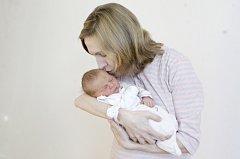 LINDA SOTONOVÁ se narodila 12. prosince ve 13 hodin a 14 minut. Měřila 48 centimetrů a vážila 3120 gramů. Maminku Míšu podpořil u porodu tatínek Ondřej. Rodina bydlí v Pardubicích.