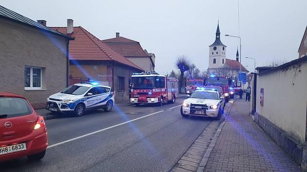 Požár tlakové lahve v kuchyni rodinného domu v ulici Dr. Tyrše hrozil zničit celý dům. Díky včasnému zásahu strážníků a hasičů ale dům nebyl tolik poškozen.