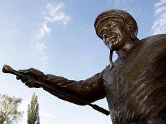 Bronzová skulptura Josefa Váni v životní velikosti
