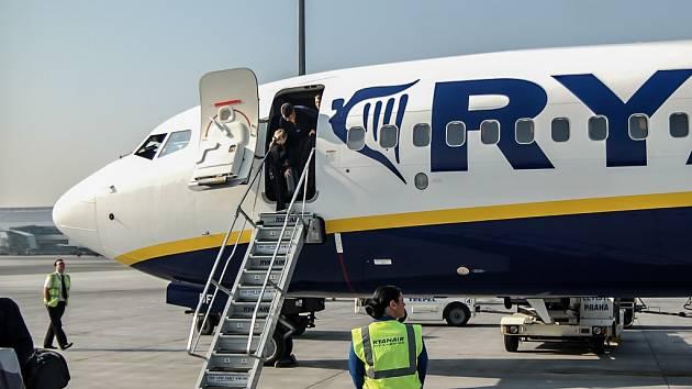 f000c9358b03f Letadlo Ryanair mělo potíže. Prudká ztráta tlaku zranila desítky ...