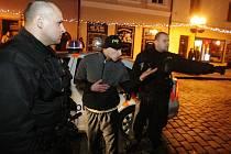 Konflikty na Pernštýnském náměstí jsou nejčastější hlavně o víkendech. Většinou tam strážníci řeší problémy s lidmi pod vlivem alkoholu. Většina případů rušení nočního klidu se odehrává právě v centru města.
