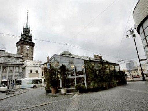 Předzahrádka pardubické restaurace Kra Kra.
