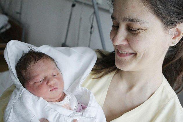 Bernadeta Boumová se narodila 13. února v 9:42 hodin. Měřila 50 centimetrů a vážila 3790 gramů. Maminku Marii u porodu podporoval tatínek Petr. Doma v Pardubicích mají ještě Kláru (11), Matouše (10), dvojčata Jáchyma a Jonáše( 8), Marii Annu (5) a Maximiá