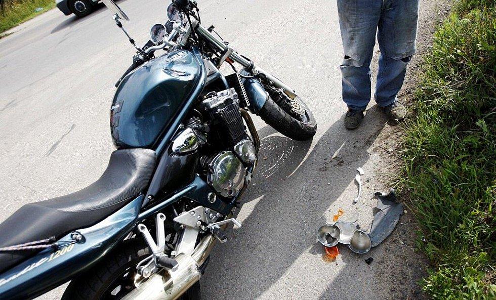 Škoda na motocyklu byla asi přes dvacet tisíc