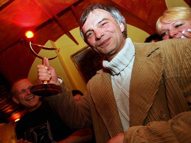 Překvapený herec Ivan Trojan obdržel v Pardubicích TýTý