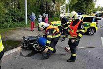 Vážná dopravní nehoda omezila v pátek kolem 15. hodiny provoz na silnici mezi Pardubicemi a Lázněmi Bohdaneč.
