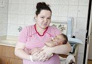 JAKUB SVATOŠ se narodil 4. srpna ve 23 hodin a 21 minut. Měřil 50 centimetrů a vážil 3630 gramů. Rodiče Zuzana a Jakub bydlí v Pardubicích.