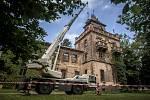 Památkově chráněná Larischova vila je v havarijním stavu. Dřevěná konstrukce věže je kompletně napadena dřevomorkou a musí být snesena na zem. Celá rekonstrukce objektu v majetku Československé obce legionářské se odhaduje na 55 milionů korun.