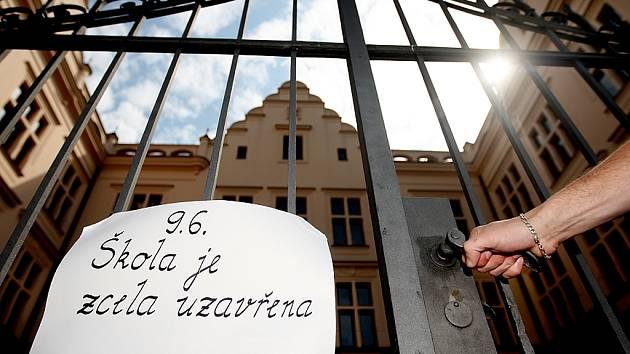 V pondělí zůstala Základní škola Bratranců Veverkových uzavřena.