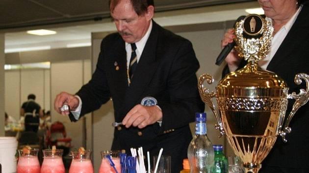 Karel Zapalač se pyšní i titulem nejzručnější barman světa.