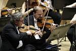 Poctu Mistru Josefu Sukovi vzdal také houslista Šporcl