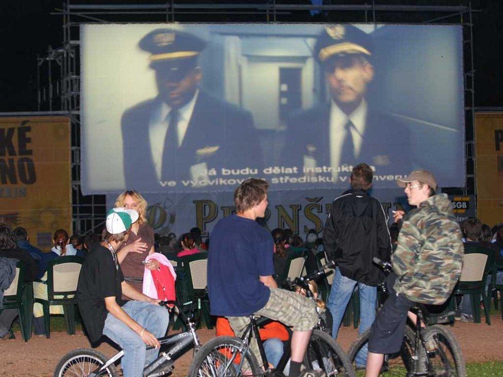 Letní kino v pardubických Tyršových sadech