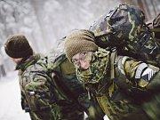 Netypickou túru absolvovali vojáci 14. Pluku logistické podpory z Pardubic ne jen z nadšení pro zimu, ale především jako součást výcviku několikadenního kurzu přežití.