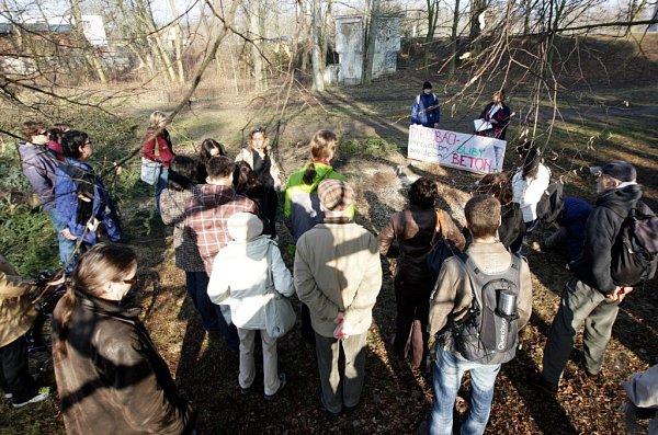 Aktivisté protestovali proti kácení vTyršových sadech