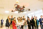 Technika rozhodně není žádná nuda. Hlavně když jsou ve hře roboti a drony.