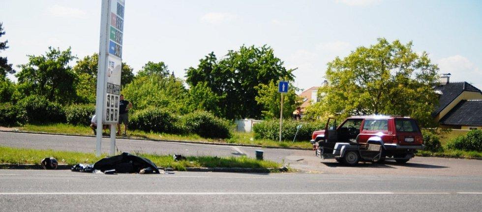 Motorkář následky střetu s vozíkem nepřežil