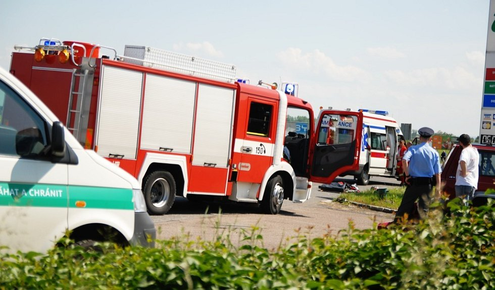 Nehoda se stala u čerpací stanice na výpadovce na Chrudim