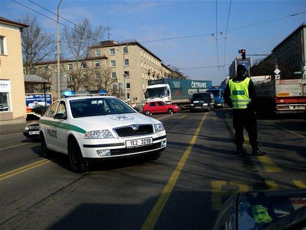 Nehoda na křižovatce ulic Hlaváčova a Palackého