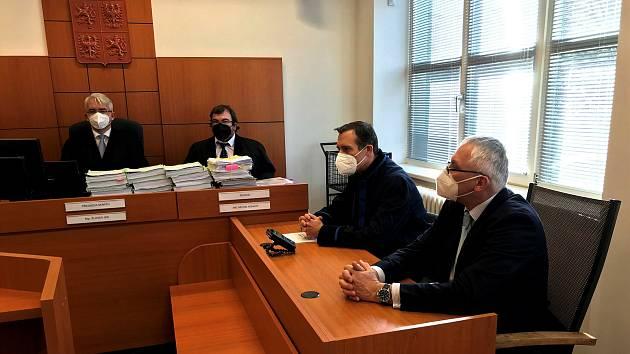 Exposlance Severu (vpravo) souzeného za podivné směnky za 11 milionů soud zprostil viny.