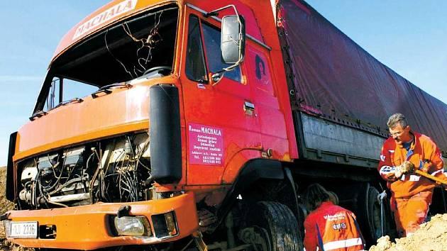 Havárie kamionu u Libišan.
